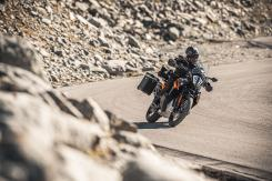 ktm-890-adventure-standard-cornering
