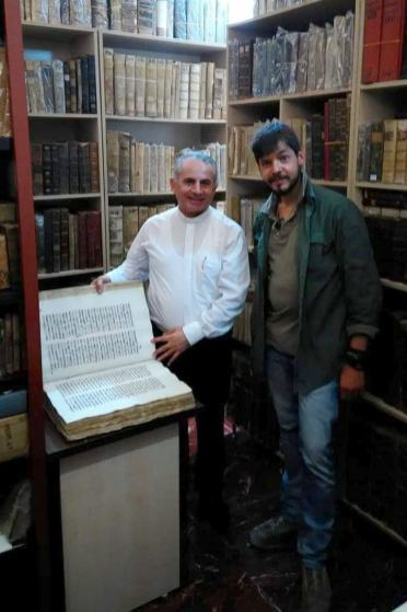 padre-najeeb-michael-biblioteca-iraq