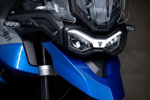 triumph-tiger-850-sport-caspian-blue-blu-faro-led-frecce