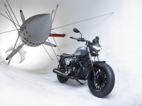022-Moto-Guzzi-V9Bobber-Centenario-Galleria-del-Vento