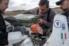 documentario-motoforpeace-sud-america-rifornimento-patagonia