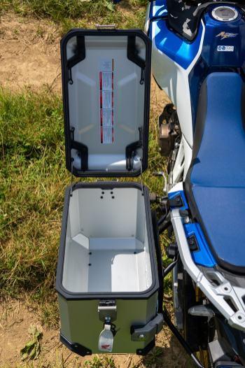 sw-motech-valigie-trax-adv-alluminio-aperta