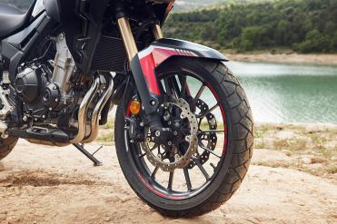 honda-cb500x-2022-ruota-anteriore-19-cerchi-alleggeriti