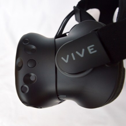 Vive-consumer-unboxing-(9)