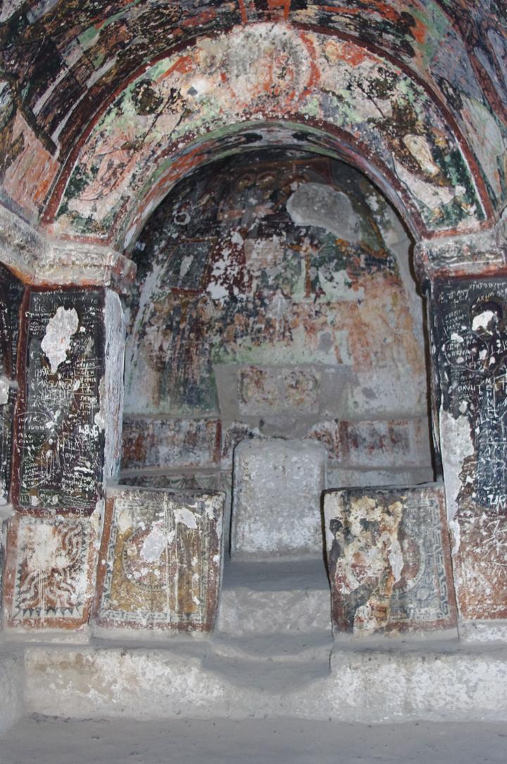 Soganly valley - church black best - karabas Kilise-alter