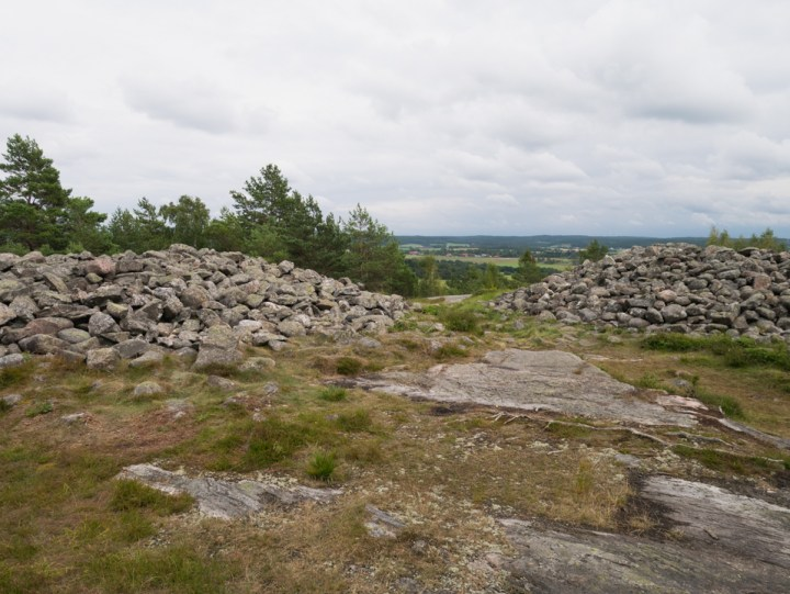 Tanum rock carvings - Sweden - burial mounts