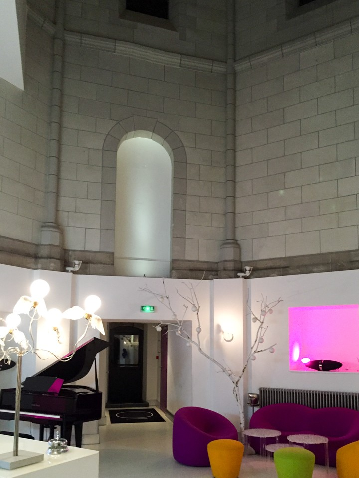 Do you want to sleep in a church? try the Sozo hotel in Nantes - France