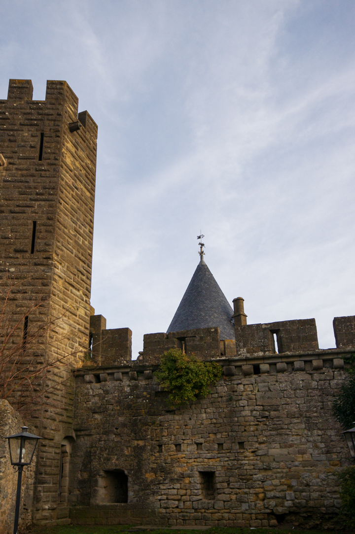 Battlenement wall and tower in Carcassonne - learn more on roadtripsaroundtheworld.com