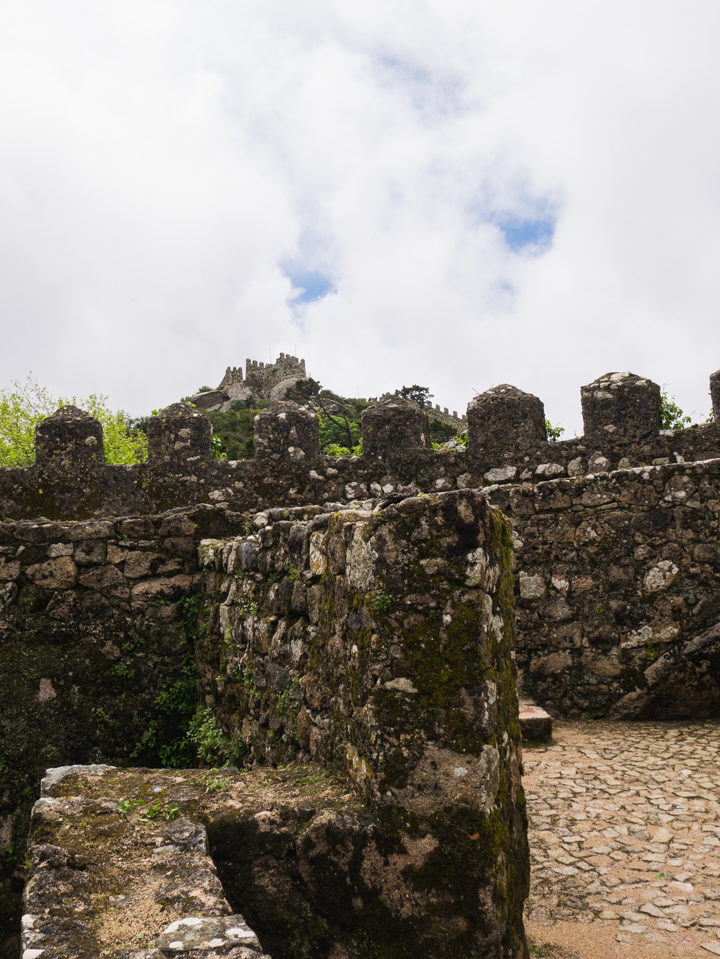 Detail of the Keep of the Moors Castle, Sintra - Portugal - Learn more on roadtripsaroundtheworld.com
