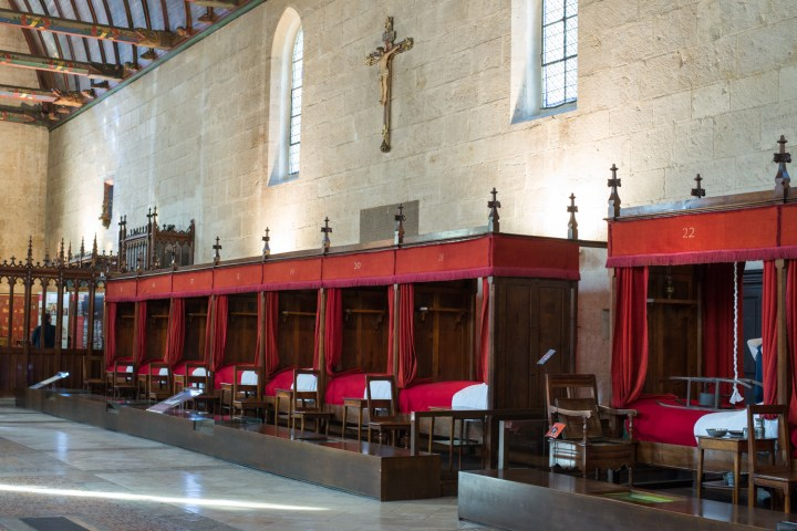Healing the body and the soul in the Hospices of Beaune, Burgundy - France - www.RoadTripsaroundtheWorld.com
