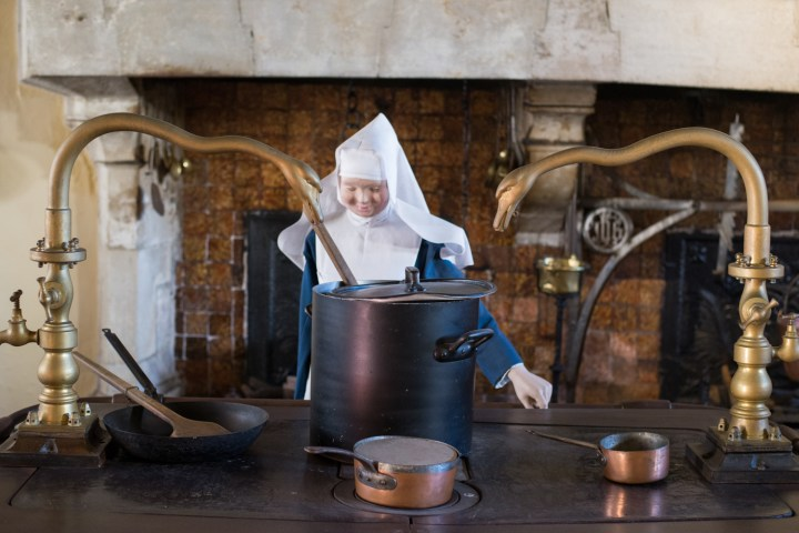 Visit of the Hospices of Beaune - cooking in the kitchen - www.RoadTripsaroundtheWorld.com