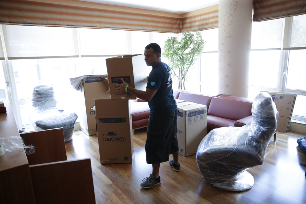 How to tackle unpacking after you reach a new home