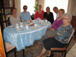 Oma and her daughters (Nicole, Agnes, Marleen and Monique), my dad and I in her dining room in 2009.
