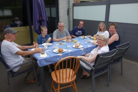 The rest of the Collaert family gathered in the garden - we so lucked out with the weather!