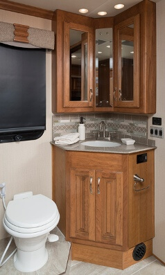 2016 Fleetwood RV Discovery 40G Class A Motorhome  Roaming Times
