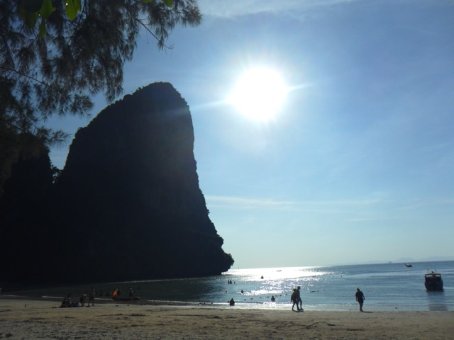 I just love taking pictures of the sun… (Railay West Beach, close to Ao Nang).