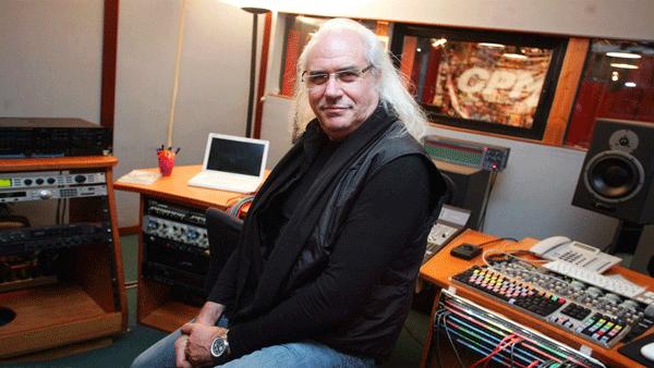 Franco Mussida, chitarrista della PFM e fondatore del CPM (Centro Professione Musica) di Milano, in passato ospite del FIM.