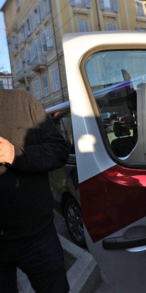 Roberta Finocchiaro e Red Ronnie durante la consegna del FIAT TALENTO.