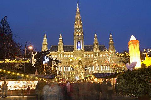 Christkindlmarkt (Christmas Market) and Rathaus (Town Hall) at Rathausplatz at twilight, Innere Stadt, Vienna, Austria, Europe