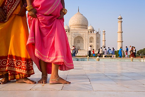 India, Uttar Pradesh, Agra, The Taj Mahal, this Mughal mausoleum has become the tourist emblem of India