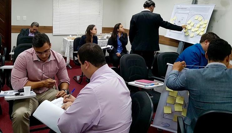 """""""Hoje trabalho cerca de oito horas por dia no escritório, mas dedico 24 horas por dia a pensar na gestão do negócio, conversando com gestores, estudando as empresas e buscando ideias para inovar e melhorar nossos serviços"""""""
