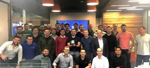 Empreendedores das 14 startups selecionadas se reúnem no primeiro dia de aceleração do segundo ciclo do Darwin Starter. Crédito: Divulgação/Darwin Starter.