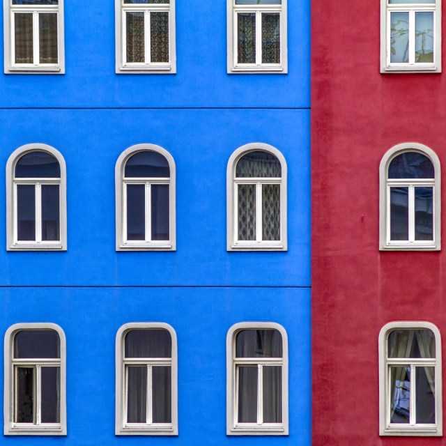 windows on red and blue