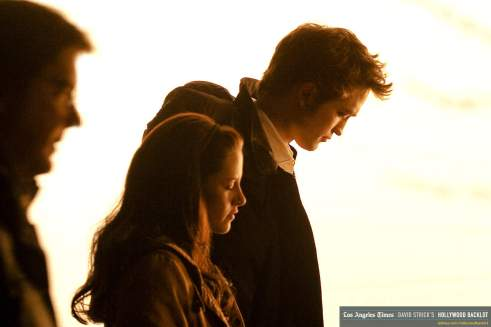 Rob & Kristen on New Moon Set April 09