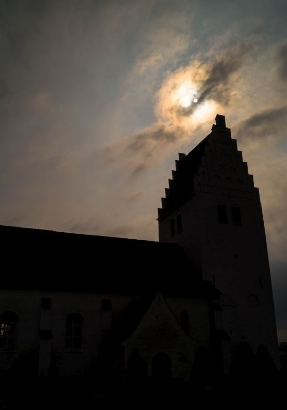 Fanefjord kirke tegenlicht