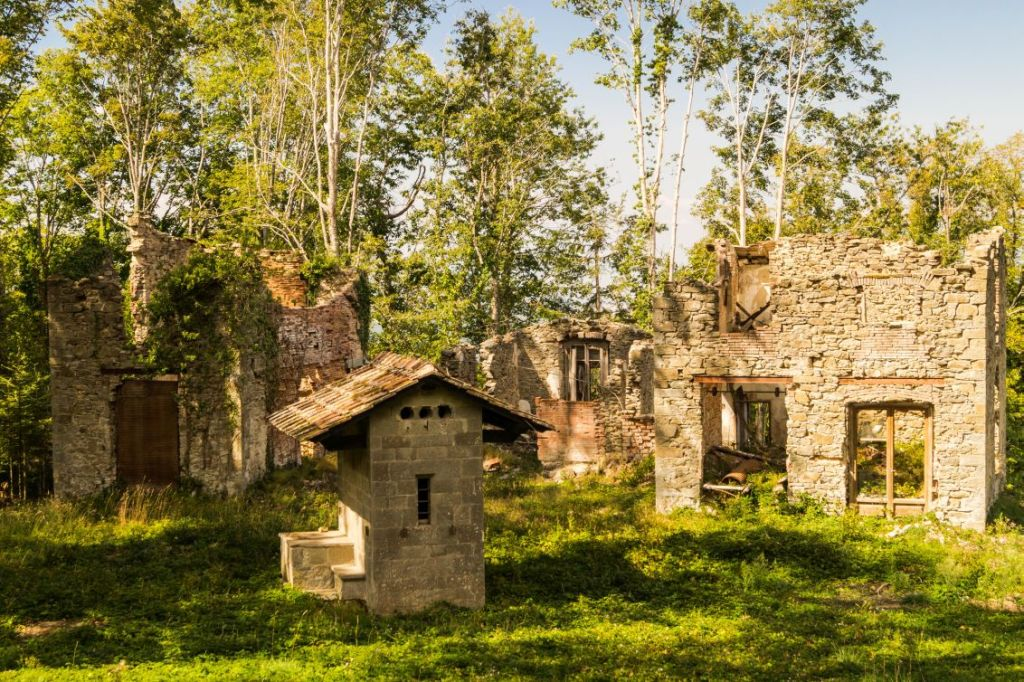 Saltiono, Toscane