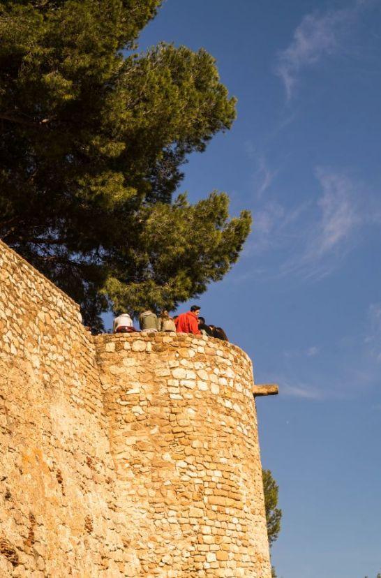 Schoolkinderen op kasteeltoren Denia