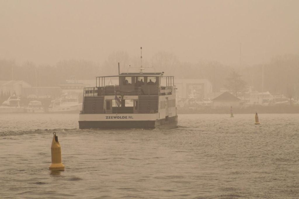 Pontje Zeewolde in mist