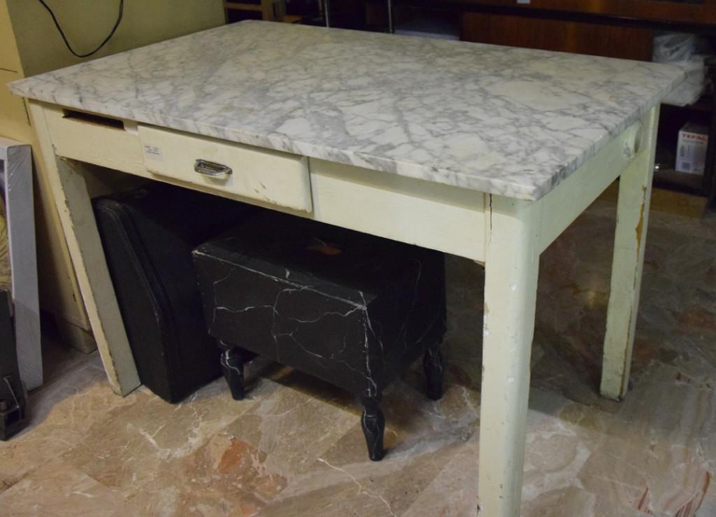 Tavolo in marmo bianco  Robevecie