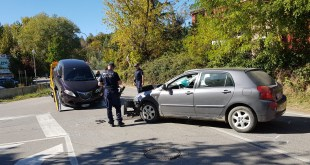 Potenza, donna ferita in un incidente tra due auto