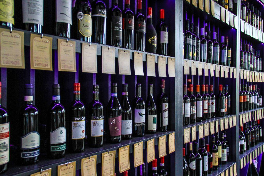 Bar à Vin - Come à la Cave - Champagnes - Gins - Cocktails - Tapas - Afterwork - Happy Hour - Terrasse - Music Live - Robin du la Concept Store