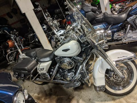 2004 Harley-Davidson Road King Classic FLHRC   Road King Classic - Pearl White - $4,000 in Options