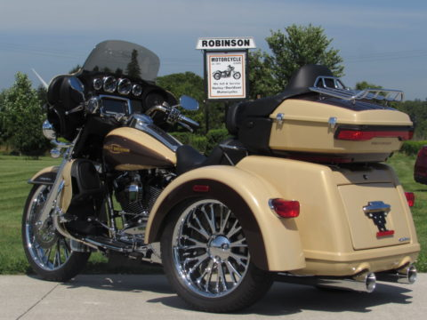 2014 Harley-Davidson Tri Glide FLHTCUTG   SHOW and GO Touring - 1,700 miles - HD Custom 2-tone Pearl - $15,000 in Options