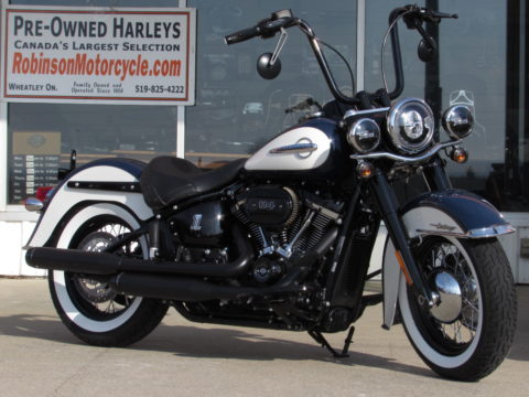 2019 Harley-Davidson Heritage Classic FLHCS 114ci  - Simply Stunning - With ONLY 1,170 miles