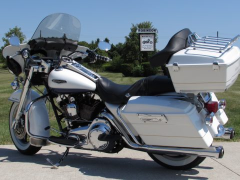 2007 Harley-Davidson Road King Classic FLHRC   MINT - Det Tour-pack and Fairing - $34 Week