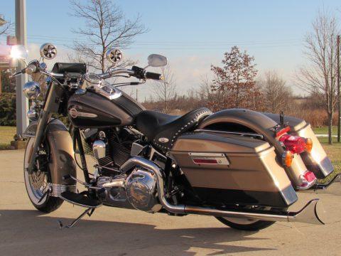 2004 Harley-Davidson Heritage Softail Classic FLSTC   - 29,600 miles - Throaty Fishtails / Beach Bars