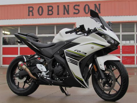 2017 Yamaha YZF-R3  - MINT 10,900 KM - ONLY $19 Week - Sporty and Smooth - ABS, cheap insurance!