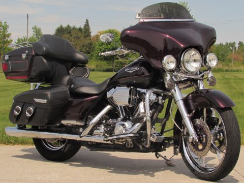 2006 Harley-Davidson Road King Classic FLHRC   - $9,000 in Customizing - Vance and Hines Exhaust - Tons of Chrome!