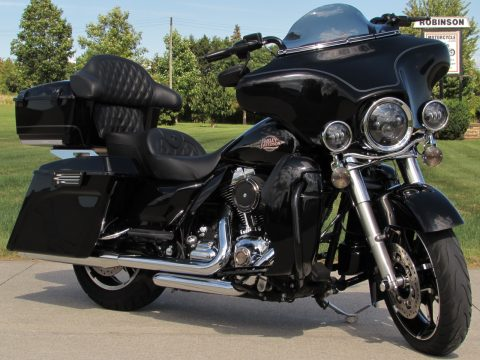 2010 Harley-Davidson Electra Glide Classic FLHTC  - Over 11,000 in Customizing and Options