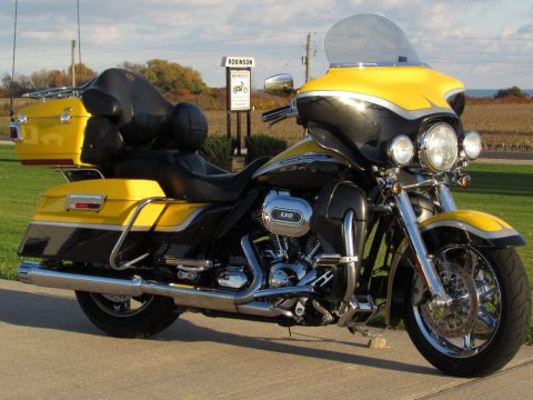 2012 Harley-Davidson CVO ULTRA FLHTCUSE   110 Screamin Eagle - 3 Year Warranty -  $21,500 or $ 46 week - Unbelievable Condition - Must See and Ride