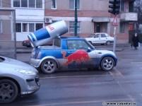 Mașină RedBull blocată în trafic
