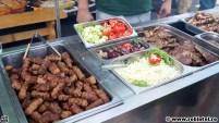 Mici, ceafă de porc la grătar și salată
