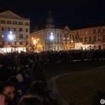 04. Lume in fata statuii lui Matei Corvin din Piata Unirii din Cluj la lansarea lampioanelor