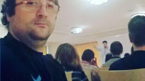 Mi-am făcut un #selfie cu un #speaker de la #AMG2016Cluj . Mă rog, de ls 10 metri..