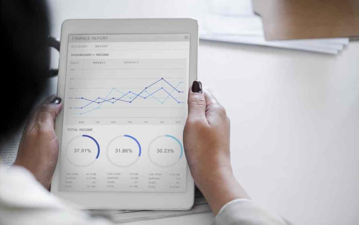 Investment für Frauen mit Sparplänen: Investmentfonds oder doch ETF Sparplan?