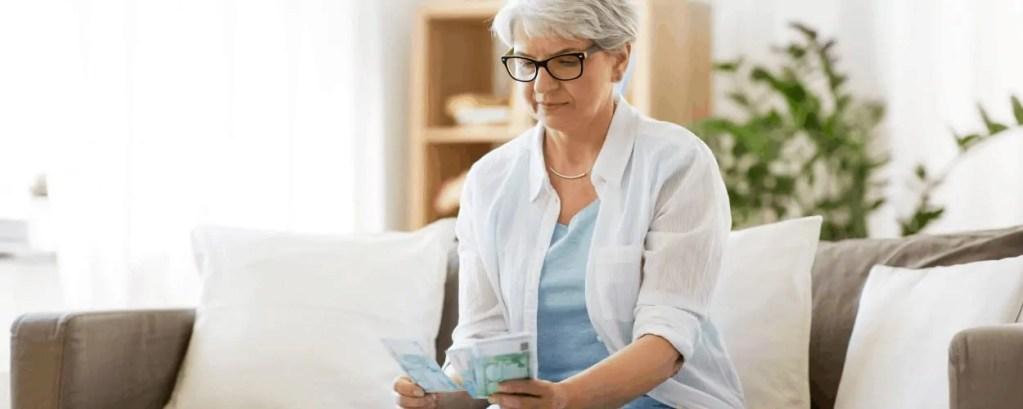 Bald Rentnerin: Lohnen sich Geldanlagen im Alter?